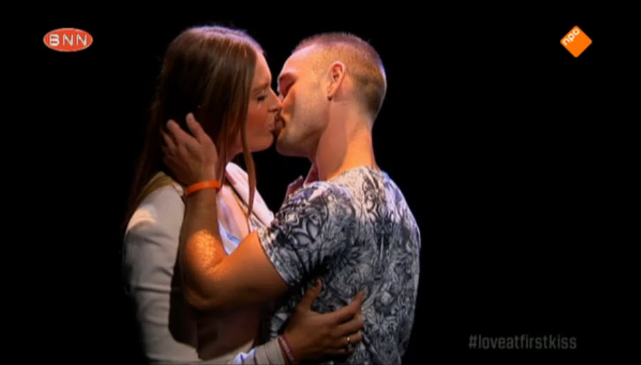 Direct tongzoenen, zoals hier Lisa en Mike in 'Love at first kiss'.